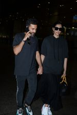 Sonam Kapoor & Anand Ahuja spotted at airport on 26th June 2019 (3)_5d15bede4e4c2.JPG