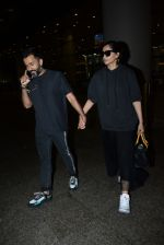 Sonam Kapoor & Anand Ahuja spotted at airport on 26th June 2019 (5)_5d15bee94a132.JPG