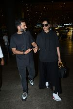 Sonam Kapoor & Anand Ahuja spotted at airport on 26th June 2019 (9)_5d15bef00b96f.JPG