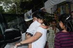 Tusshar Kapoor & son Lakshya spotted at Shani Mandir juhu on 30th June 2019 (10)_5d19b987c004e.JPG