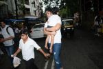 Tusshar Kapoor & son Lakshya spotted at Shani Mandir juhu on 30th June 2019 (4)_5d19b97cadf4a.JPG