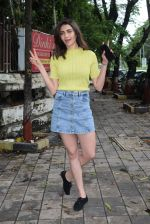 Karishma Tanna spotted at kromakey juhu on 30th June 2019 (1)_5d19b8a9899c8.JPG