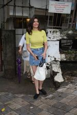 Karishma Tanna spotted at kromakey juhu on 30th June 2019 (2)_5d19b8acf3472.JPG