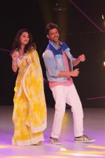 Hrithik Roshan, Madhuri Dixit on the sets of colors Dance Deewane in filmcity on 2nd July 2019 (58)_5d1c50a4d352e.jpg
