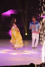 Hrithik Roshan, Madhuri Dixit on the sets of colors Dance Deewane in filmcity on 2nd July 2019 (60)_5d1c50a66290d.jpg
