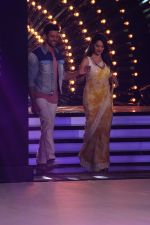 Hrithik Roshan, Madhuri Dixit on the sets of colors Dance Deewane in filmcity on 2nd July 2019 (73)_5d1c50683b2b6.jpg