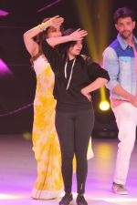 Hrithik Roshan, Madhuri Dixit on the sets of colors Dance Deewane in filmcity on 2nd July 2019 (74)_5d1c50b077893.jpg