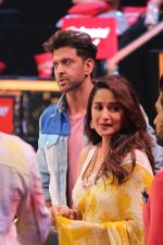 Hrithik Roshan, Madhuri Dixit on the sets of colors Dance Deewane in filmcity on 2nd July 2019 (80)_5d1c50b8661c3.jpg