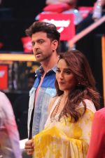 Hrithik Roshan, Madhuri Dixit on the sets of colors Dance Deewane in filmcity on 2nd July 2019 (82)_5d1c506ddc013.jpg