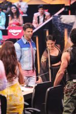 Mrunal Thakur, Hrithik Roshan on the sets of colors Dance Deewane in filmcity on 2nd July 2019 (50)_5d1c5070c891a.jpg