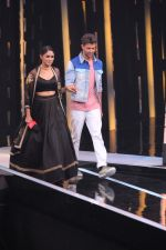 Mrunal Thakur, Hrithik Roshan on the sets of colors Dance Deewane in filmcity on 2nd July 2019 (52)_5d1c50ca188bb.jpg
