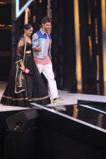 Mrunal Thakur, Hrithik Roshan on the sets of colors Dance Deewane in filmcity on 2nd July 2019 (53)_5d1c507247c54.jpg