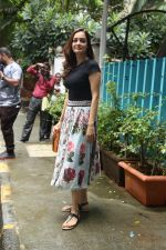 Dia Mirza spotted at Bandra on 3rd July 2019 (7)_5d1da6041bf7b.jpg