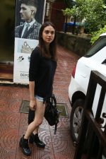 Aditi Rao Hydari, Ishaan Khattar spotted at Bandra on 4th July 2019 (15)_5d1ef01095447.jpg