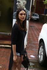 Aditi Rao Hydari, Ishaan Khattar spotted at Bandra on 4th July 2019 (3)_5d1eeff912766.jpg
