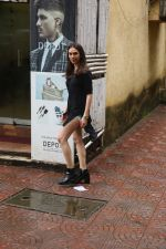 Aditi Rao Hydari, Ishaan Khattar spotted at Bandra on 4th July 2019 (8)_5d1ef007b52ec.jpg