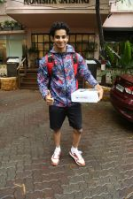 Ishaan Khattar spotted at Bandra on 4th July 2019 (4)_5d1ef01c3be22.jpg