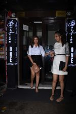 Parineeti Chopra spotted at Bastian in bandra on 6th July 2019 (10)_5d21ad71d7476.JPG