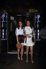 Parineeti Chopra spotted at Bastian in bandra on 6th July 2019 (15)_5d21ad7bc3f55.JPG