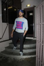 Sidharth Malhotra spotted at dubbing studio in bandra on 6th July 2019 (9)_5d21ae19dc4f9.jpg