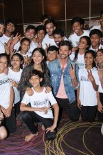 Hrithik Roshan, Mrunal Thakur at the promotion of film super 30 and dances with underprivileged kids from NGO Dance out of poverty on 9th July 2019 (3)_5d2595fcd65ea.JPG