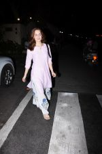 Elli Avram spotted at clinic in bandra on 18th July 2019 (12)_5d316a50b50cd.JPG