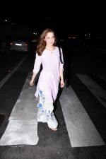 Elli Avram spotted at clinic in bandra on 18th July 2019 (16)_5d316a598f606.JPG