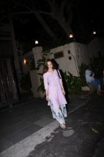 Elli Avram spotted at clinic in bandra on 18th July 2019 (2)_5d316a4033b12.JPG
