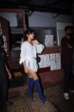 Rhea Chakraborty spotted at bandra on 18th July 2019 (34)_5d317613517a4.JPG