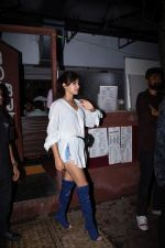 Rhea Chakraborty spotted at bandra on 18th July 2019 (35)_5d317614c296f.JPG