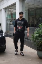 Siddharth Malhotra spotted sunny sound juhu on 18th July 2019 (11)_5d316b851fcd5.JPG
