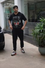 Siddharth Malhotra spotted sunny sound juhu on 18th July 2019 (12)_5d316b878f2d0.JPG
