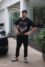 Siddharth Malhotra spotted sunny sound juhu on 18th July 2019 (13)_5d316b8d4d40e.JPG