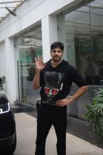 Siddharth Malhotra spotted sunny sound juhu on 18th July 2019 (15)_5d316b92c70a2.JPG
