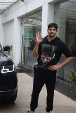 Siddharth Malhotra spotted sunny sound juhu on 18th July 2019 (16)_5d316b9569f0a.JPG