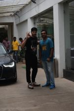 Siddharth Malhotra spotted sunny sound juhu on 18th July 2019 (6)_5d316b77be7bd.JPG