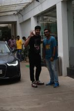 Siddharth Malhotra spotted sunny sound juhu on 18th July 2019 (7)_5d316b7a9245f.JPG