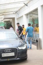 Siddharth Malhotra spotted sunny sound juhu on 18th July 2019 (8)_5d316b7d8103c.JPG