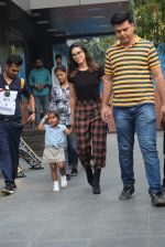 Sunny Leone with kids & husband spotted at play school in juhu on 18th July 2019 (9)_5d316b98a27f2.JPG