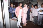 Himesh Reshammiya with wife spotted at Sidhivinayak temple on 24th July 2019 (10)_5d3aa7c8434bc.JPG