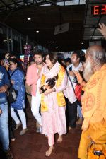 Himesh Reshammiya with wife spotted at Sidhivinayak temple on 24th July 2019 (11)_5d3aa7c9f0f86.JPG