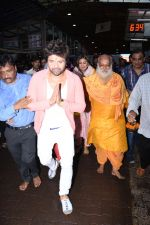 Himesh Reshammiya with wife spotted at Sidhivinayak temple on 24th July 2019 (14)_5d3aa7cf3d249.JPG