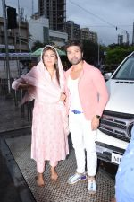 Himesh Reshammiya with wife spotted at Sidhivinayak temple on 24th July 2019 (5)_5d3aa7be5675b.JPG