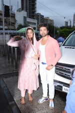 Himesh Reshammiya with wife spotted at Sidhivinayak temple on 24th July 2019 (6)_5d3aa7c0286e6.JPG