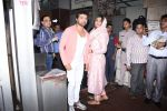 Himesh Reshammiya with wife spotted at Sidhivinayak temple on 24th July 2019 (9)_5d3aa7c6884df.JPG