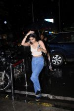 Khushi Kapoor spotted at Bastian Bandra on 27th July 2019 (32)_5d3e9f18ab6fa.JPG