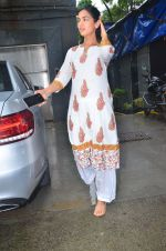 Sonal Chauhan spotted at Mukesh Chabra_s office in juhu on 29th July 2019 (3)_5d3fe9eed9cfa.JPG