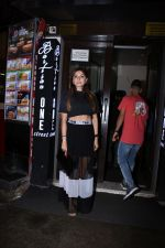 Kanika Kapoor with her daughter at Bastian bandra on 31st July 2019 (7)_5d4295a886b00.JPG
