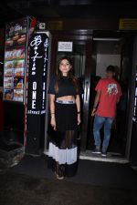 Kanika Kapoor with her daughter at Bastian bandra on 31st July 2019 (8)_5d4295aa205a5.JPG