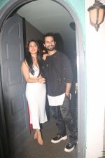 Shahid Kapoor, Kiara Advani at Kiara Advani_s birthday party in worli on 31st July 2019 (80)_5d42965175a14.JPG